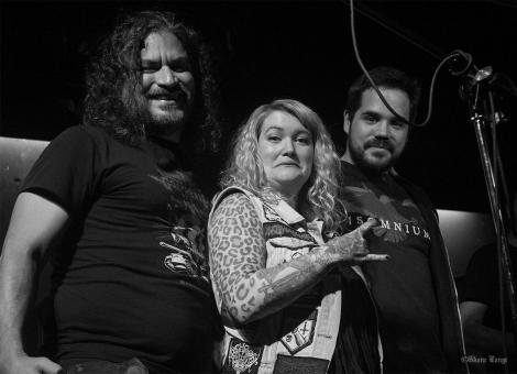 Pictured (L to R): Invisible Orange promoter Abelardo Mayoral-Fierros, Eileen Davidson, and an unnamed raffle winner at Funky Winkerbeans, 4 Nov 2016.